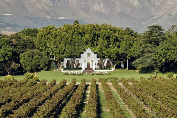 Nederburg Manor House with vineyards in front (HR)
